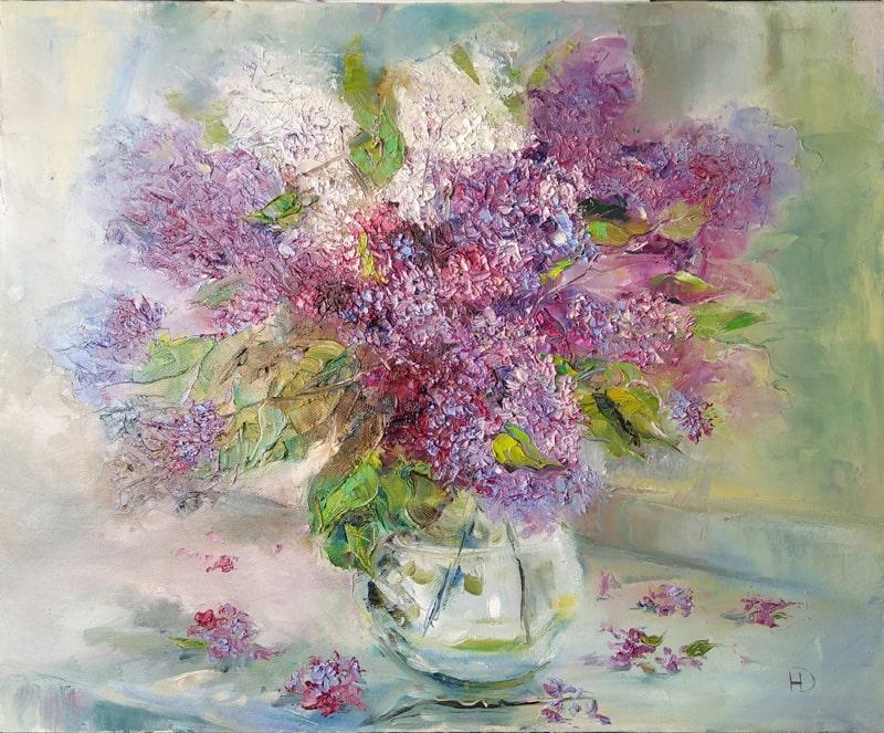"""Картина маслом """"Сирень в вазе"""" Цветы стоят на подоконнике и освещаются дневным светом из окна"""